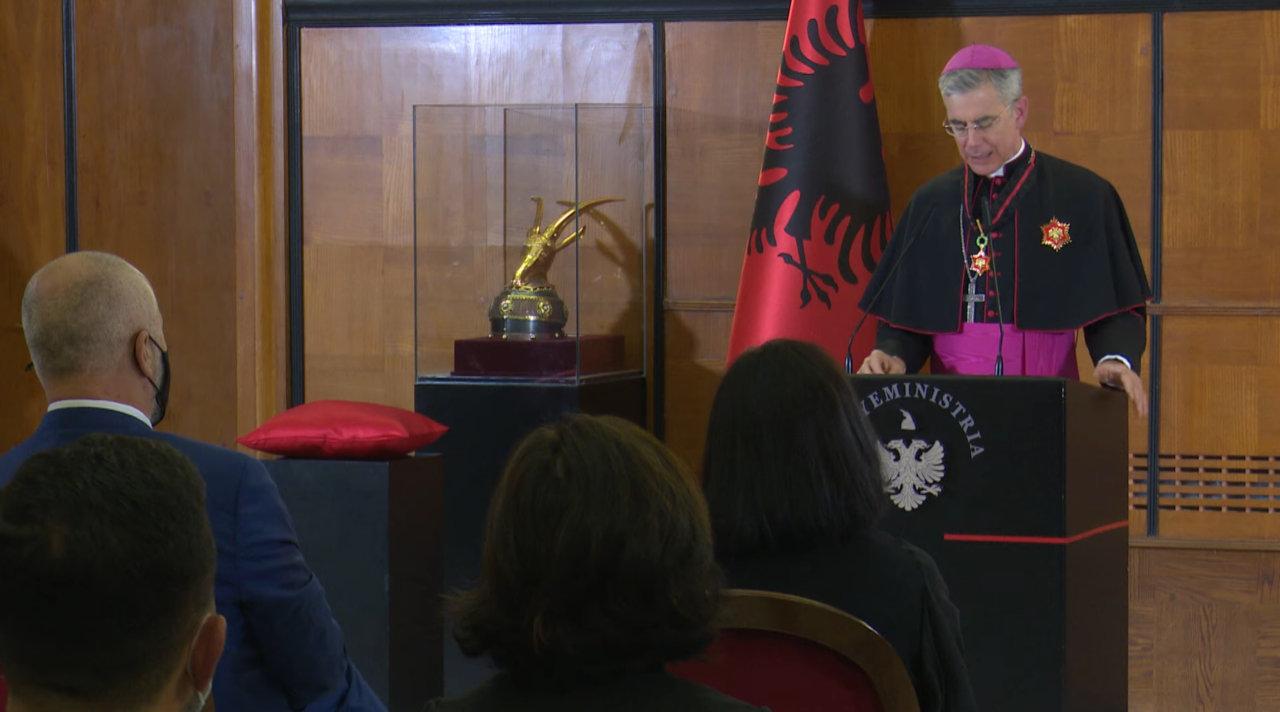 L.Aliko ne dekorimin e Nuncit Apostolik 2020-10-12